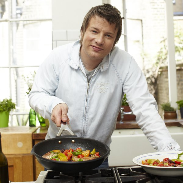 Jamie oliver cast saucepan with spout cast alu lid for Jamie oliver style kitchen design